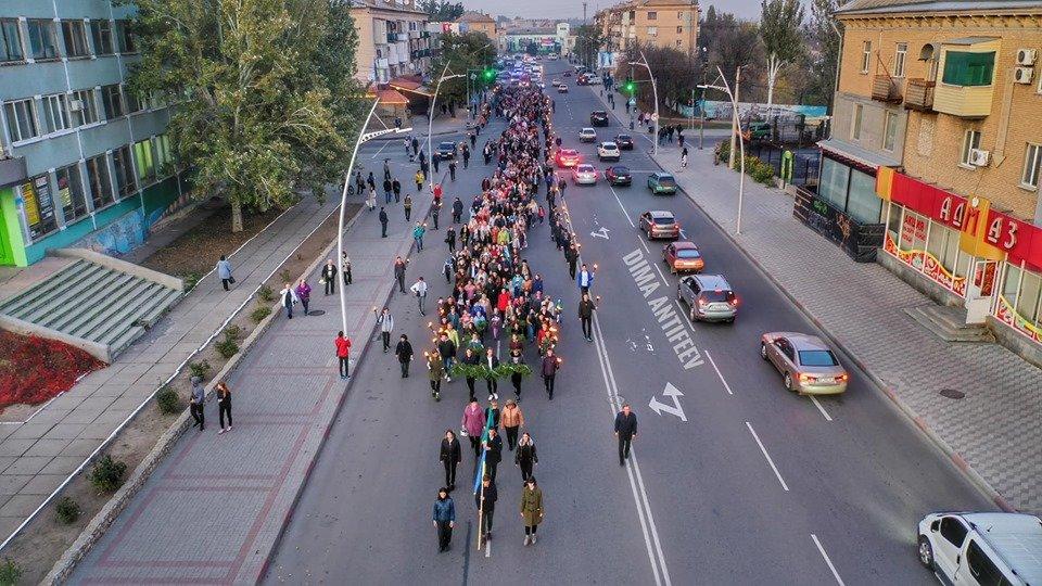 День освобождения Мелитополя завершился традиционным факельным шествием, фото-1, Фото Дмитрия Антифеева
