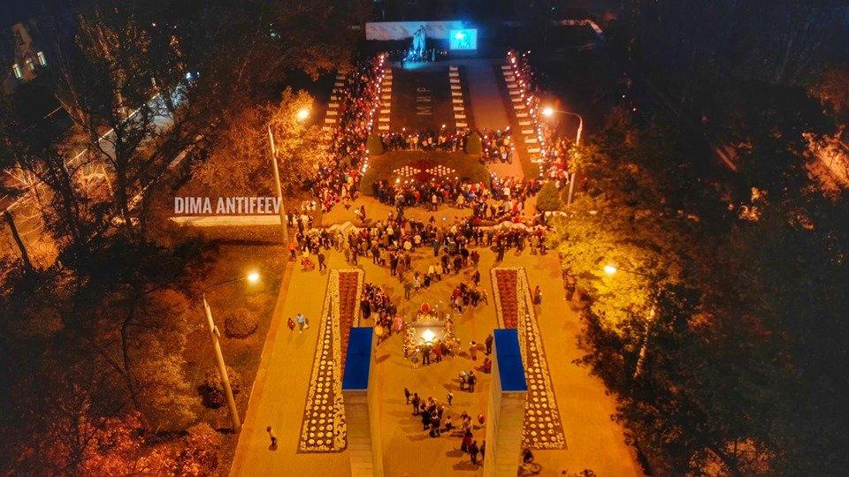 День освобождения Мелитополя завершился традиционным факельным шествием, фото-5, Фото Дмитрия Антифеева