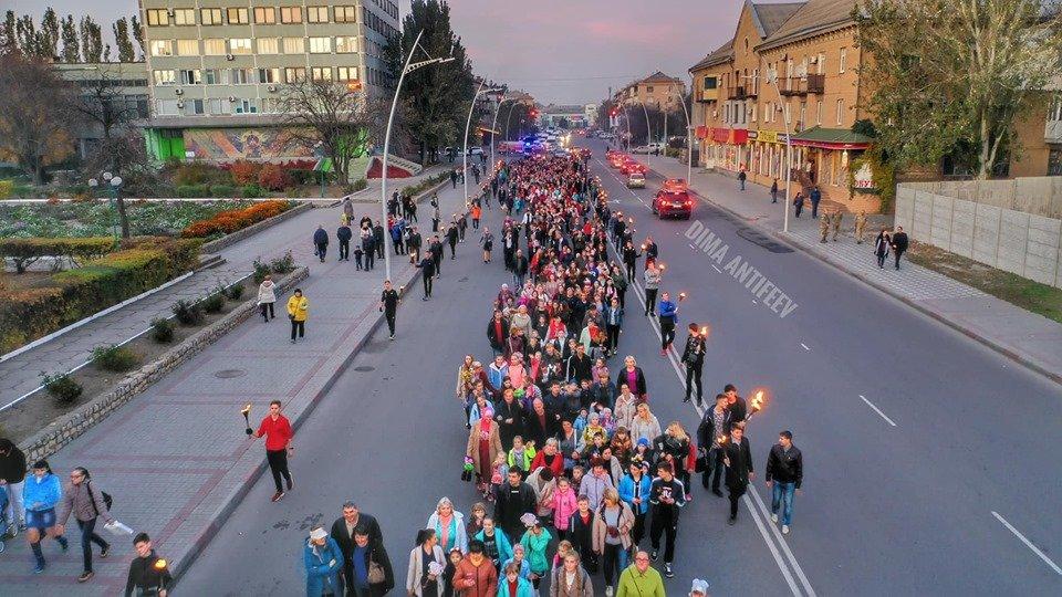 День освобождения Мелитополя завершился традиционным факельным шествием, фото-3, Фото Дмитрия Антифеева