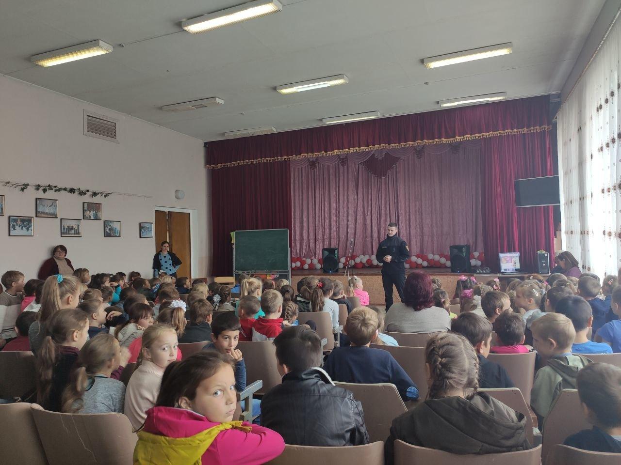 Акимовские спасатели посетили школу, фото-1