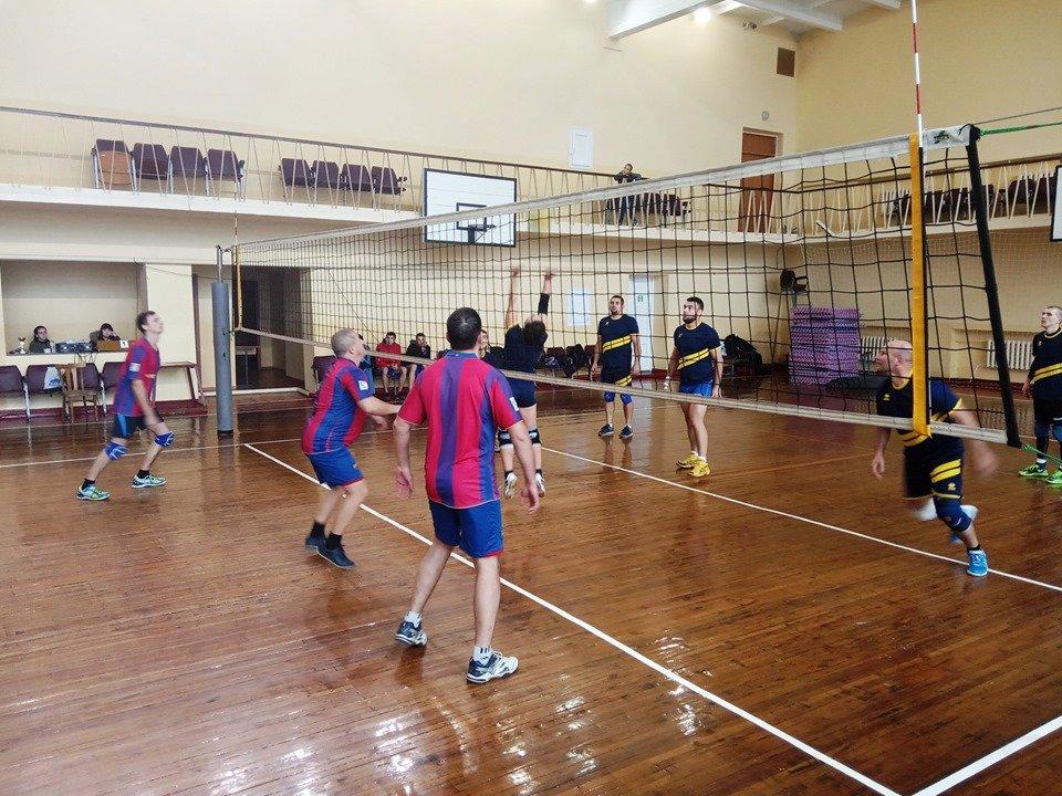 В Мелитополе состоялись районные соревнования по волейболу, фото-2