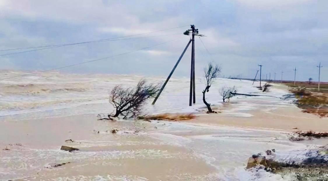Продолжается эвакуация людей с острова Бирючий, - ФОТО, фото-2