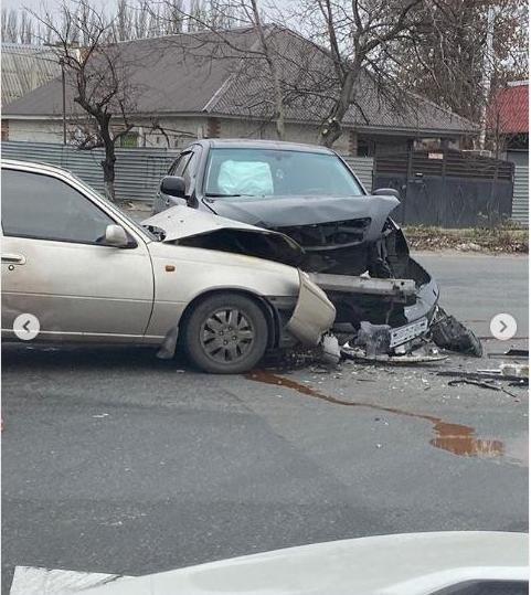 В Мелитополе столкнулись два автомобиля, - ФОТО , фото-1, Фото из соцсети