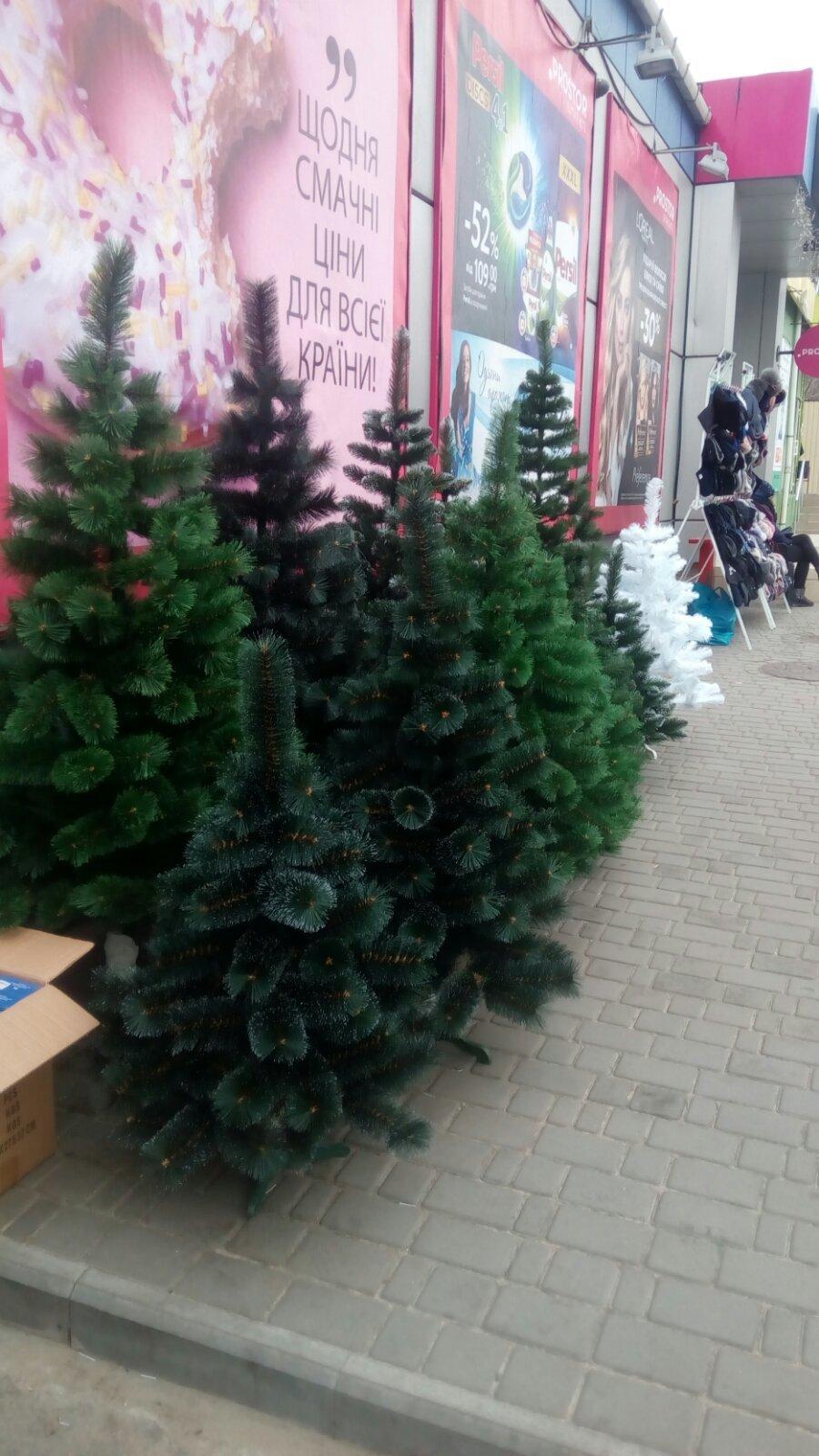 В Мелитополе оштрафуют продавца искусственных елок, - ФОТО , фото-1