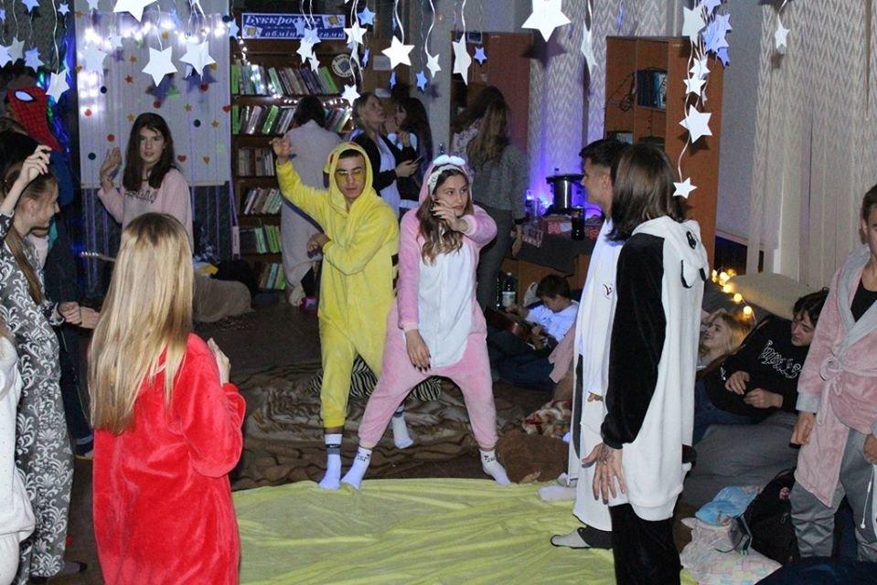 """В мелитопольской библиотеке прошла """"Тихая вечеринка"""", - ФОТО, фото-3, Фото со страницы библиотеки в Фейсбук"""