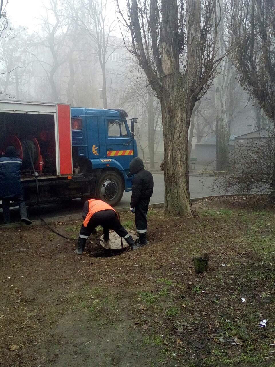 На Новом Мелитополе продолжаются работы на сети водоотведения , фото-1