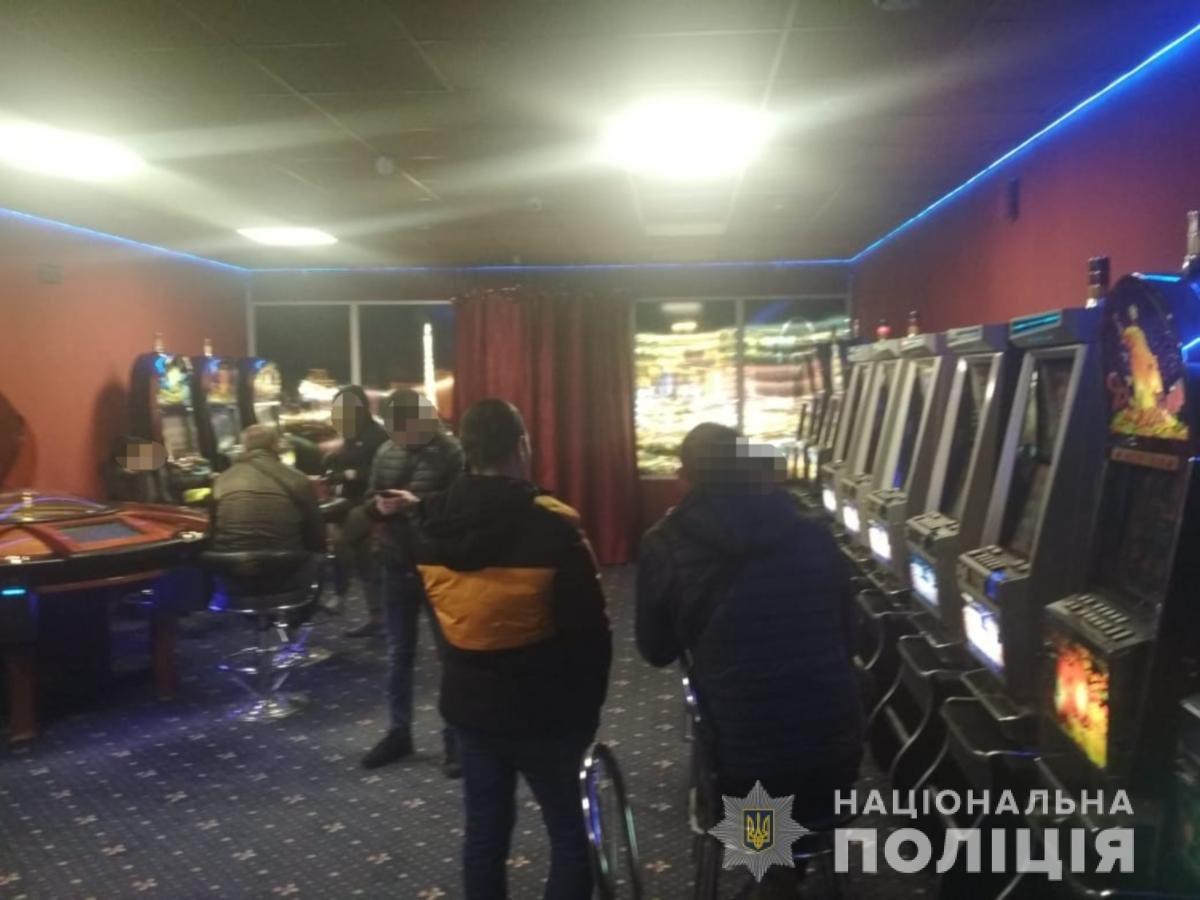 """В Мелитополе """"накрыли"""" нелегальные игровые залы, - ФОТО, ВИДЕО, фото-1"""