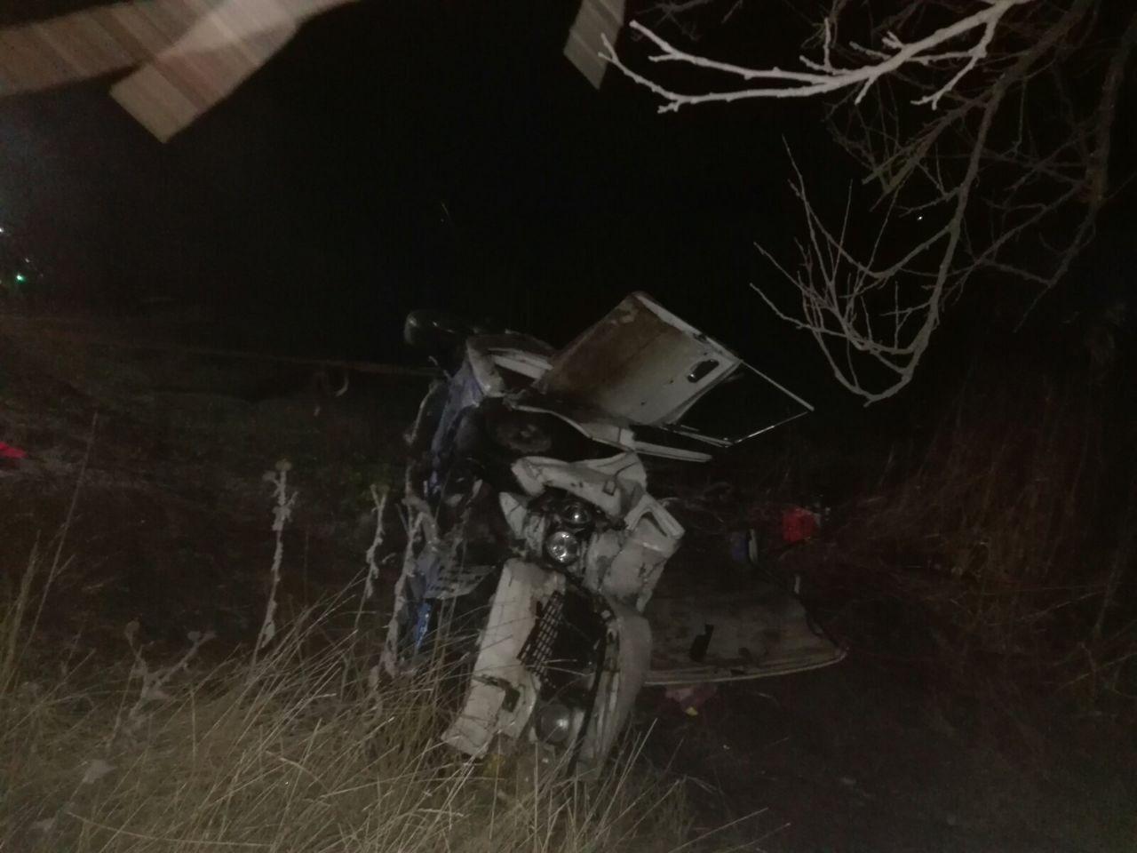 ДТП под Мелитополем: спасатели достали из автомобиля троих пострадавших, - ФОТО, фото-1
