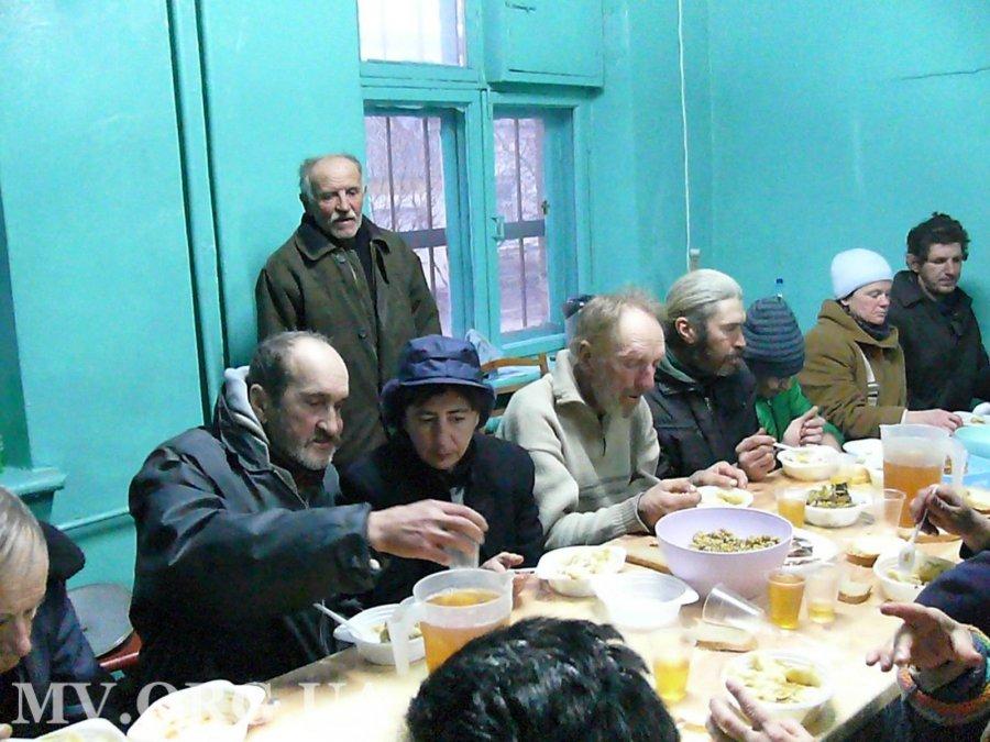 В Мелитополе для бездомных устроили рождественский ужин, - ФОТО, фото-1