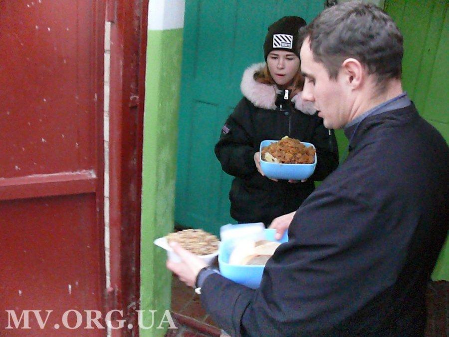 В Мелитополе для бездомных устроили рождественский ужин, - ФОТО, фото-2