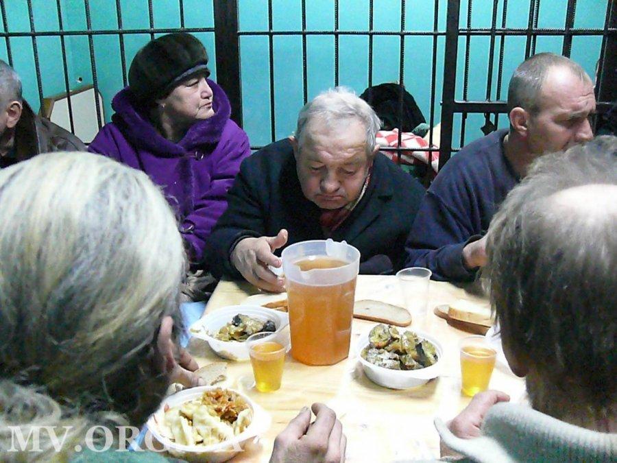В Мелитополе для бездомных устроили рождественский ужин, - ФОТО, фото-3