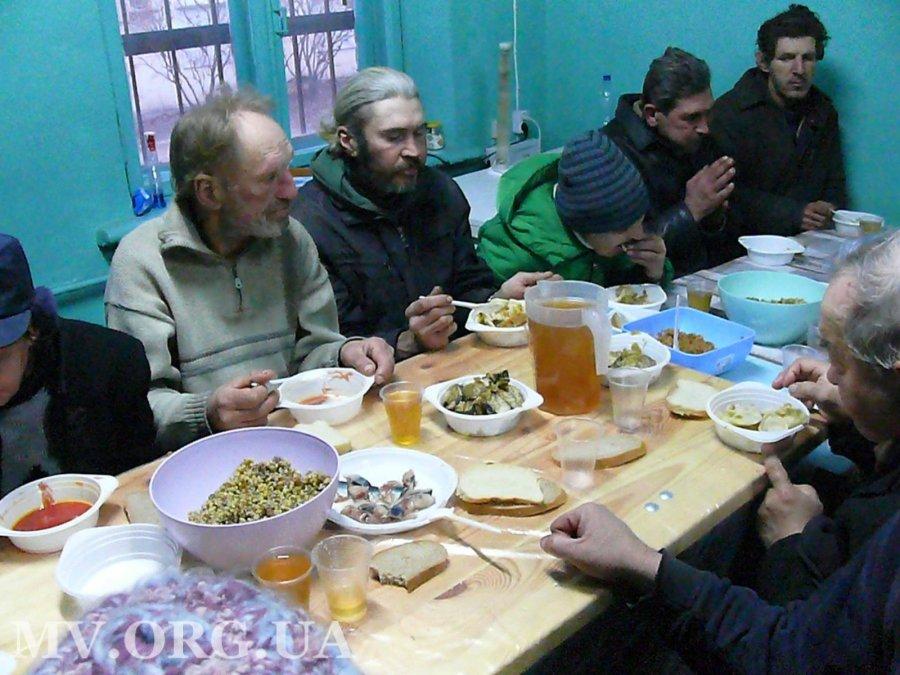 В Мелитополе для бездомных устроили рождественский ужин, - ФОТО, фото-4
