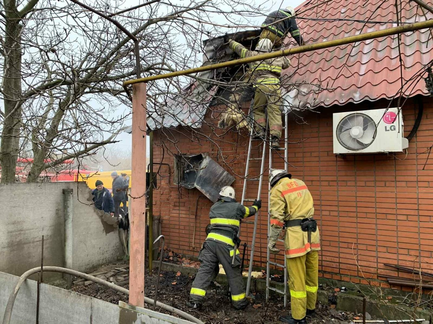 В Мелитополе при пожаре пострадал человек, - ФОТО, фото-2