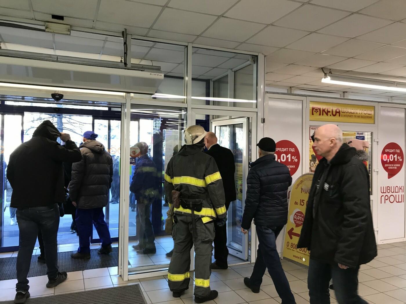 Из супермаркета в центре Мелитополя эвакуировали 120 человек, - ФОТО, фото-6