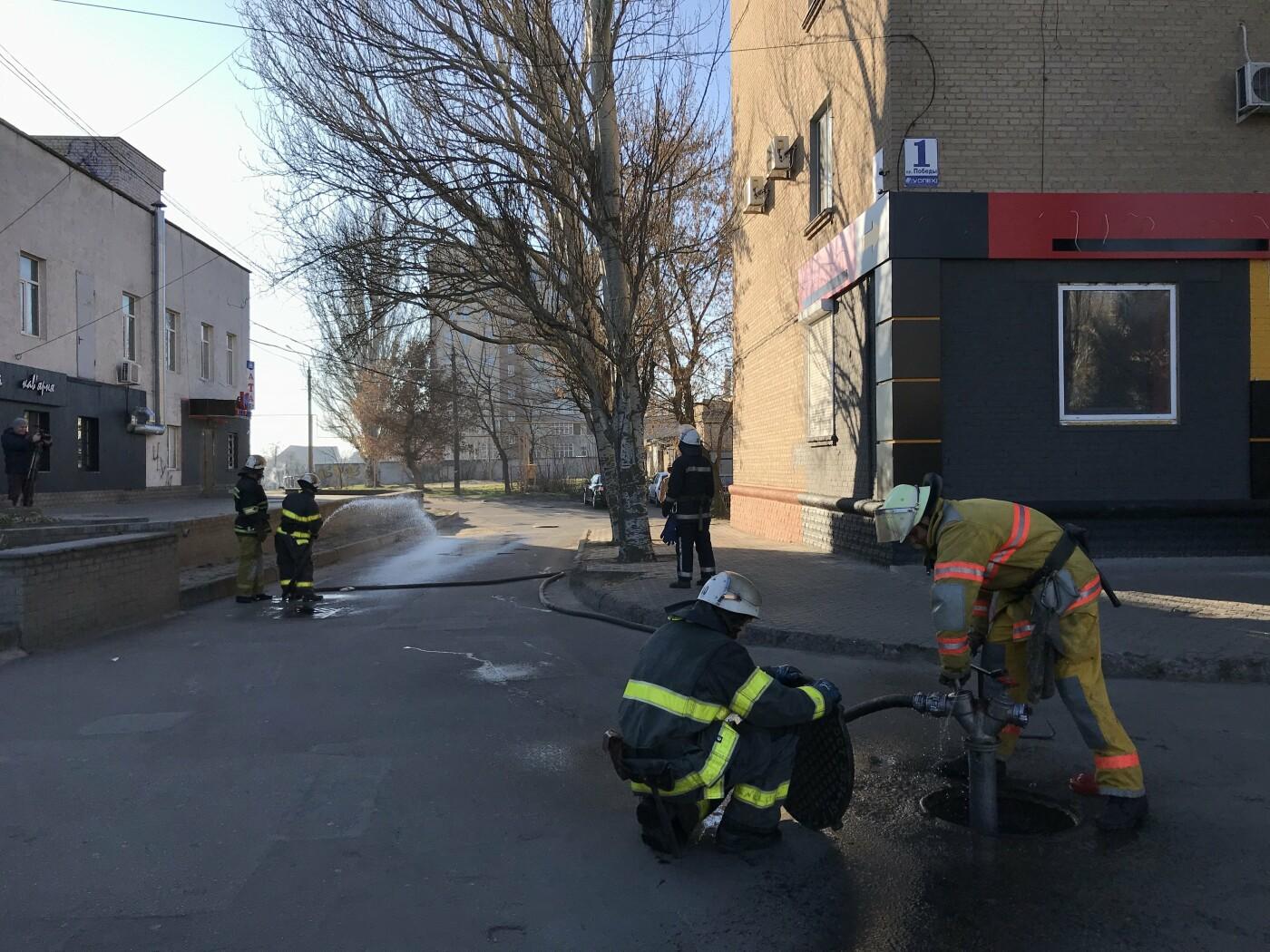 Из супермаркета в центре Мелитополя эвакуировали 120 человек, - ФОТО, фото-23