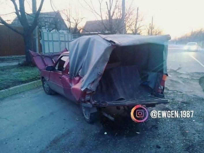 Внаслідок ДТП у Мелітополі, два автомобілі розбиті вщент, фото-2