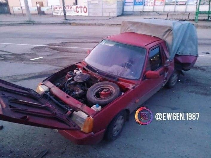 Внаслідок ДТП у Мелітополі, два автомобілі розбиті вщент, фото-1