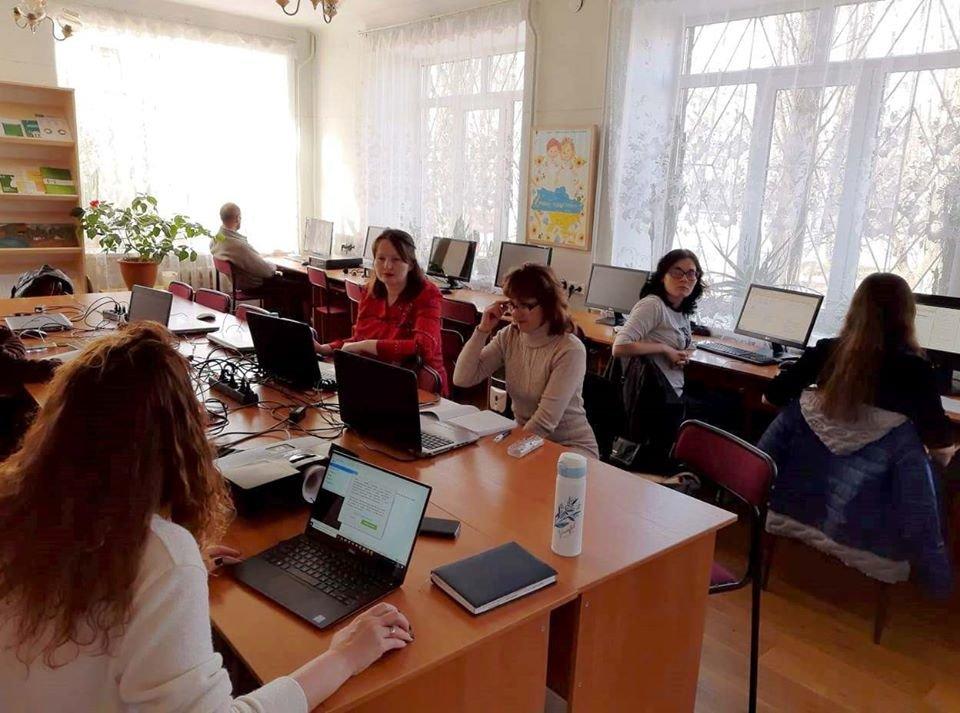 Мелітопольчанки продовжують заняття в рамках проєкту «Майстерня професійного розвитку», фото-1