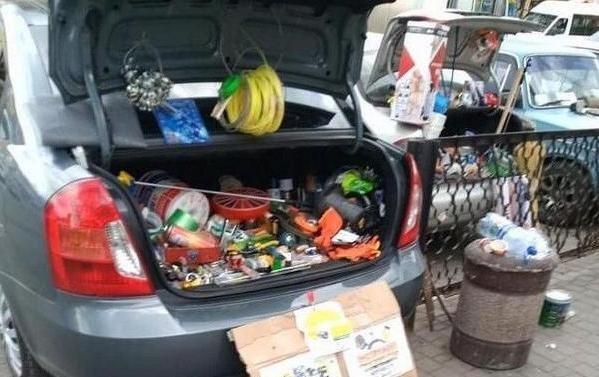 Предприимчивые мелитопольцы ведут торговлю из багажников атомобилей, фото-1