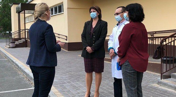 В мелитопольскую больницу доставили 50 защитных костюмов, фото-3