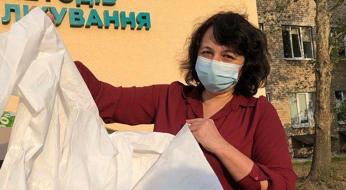 В мелитопольскую больницу доставили 50 защитных костюмов, фото-1