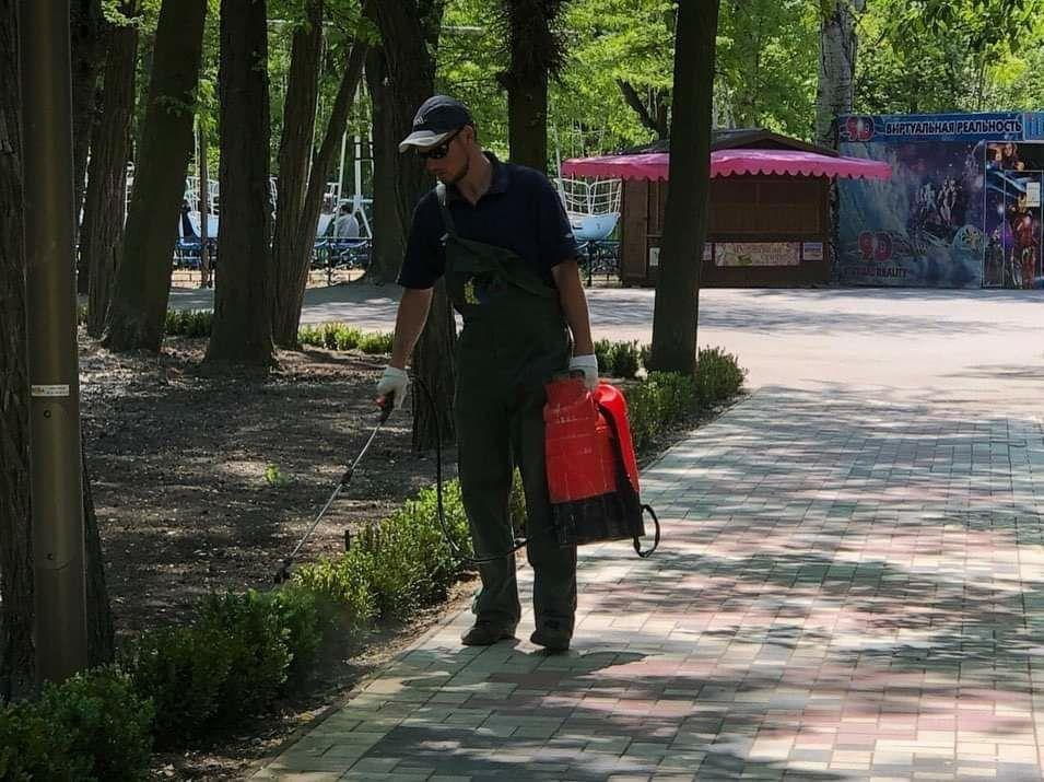Мелитопольцы вышли на прогулку в городской парк, фото-8