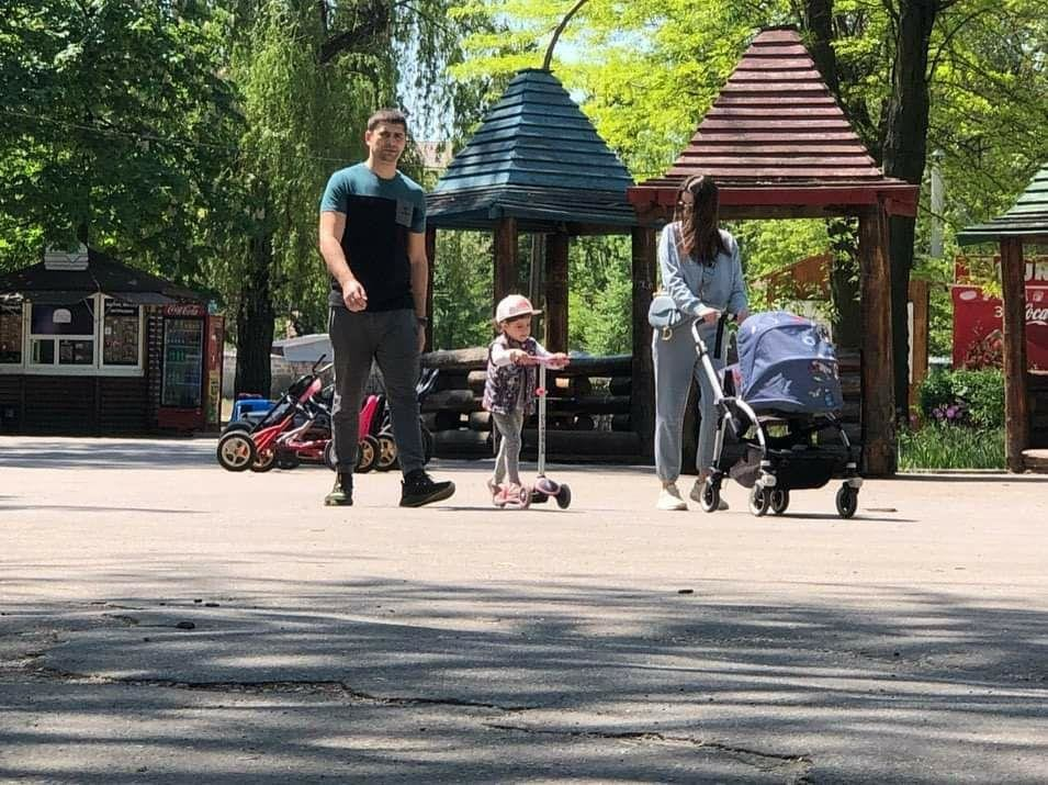 Мелитопольцы вышли на прогулку в городской парк, фото-3