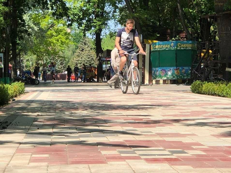 Мелитопольцы вышли на прогулку в городской парк, фото-5