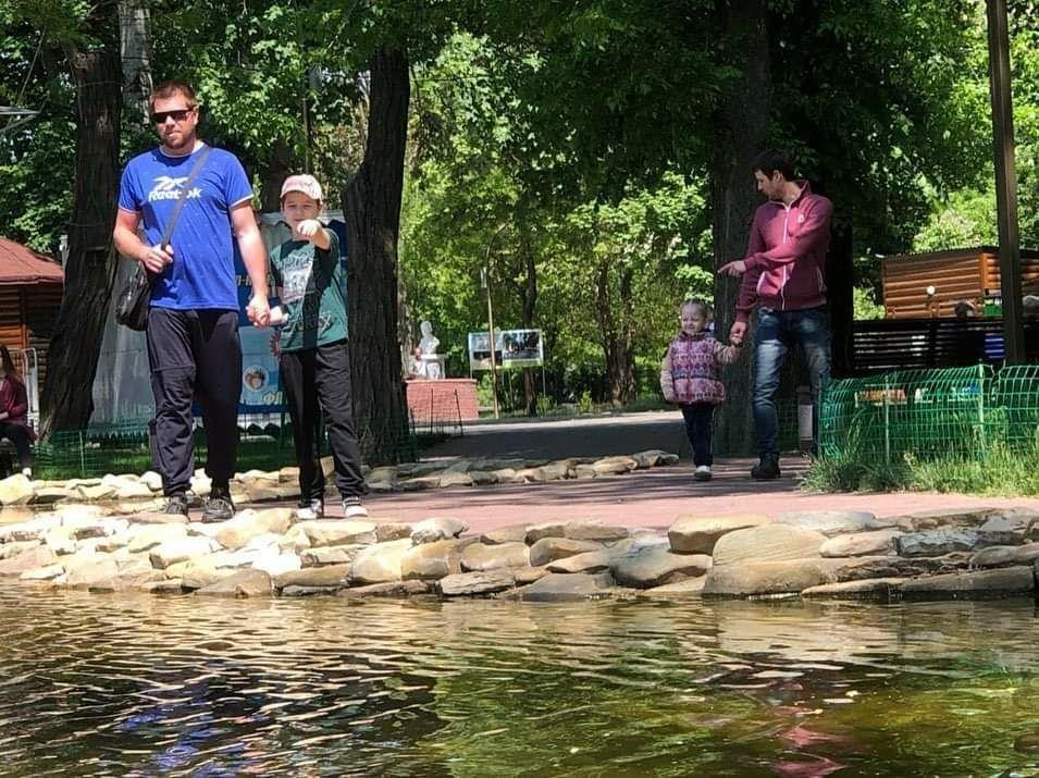 Мелитопольцы вышли на прогулку в городской парк, фото-2