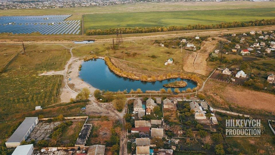 С высоты птичьего полета показали озеро Горячка и солнечную электростанцию под Мелитополем, фото-1