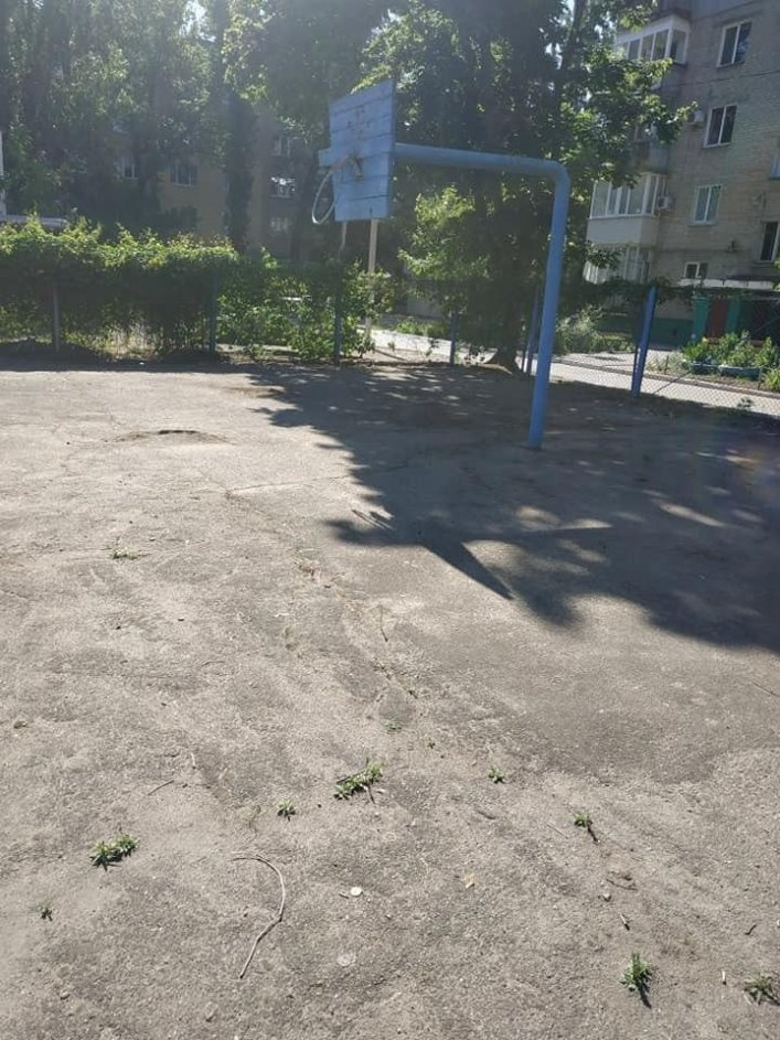 В Мелитополе обновляют спортивные площадки во дворах, фото-1, Фото А. Жорняк