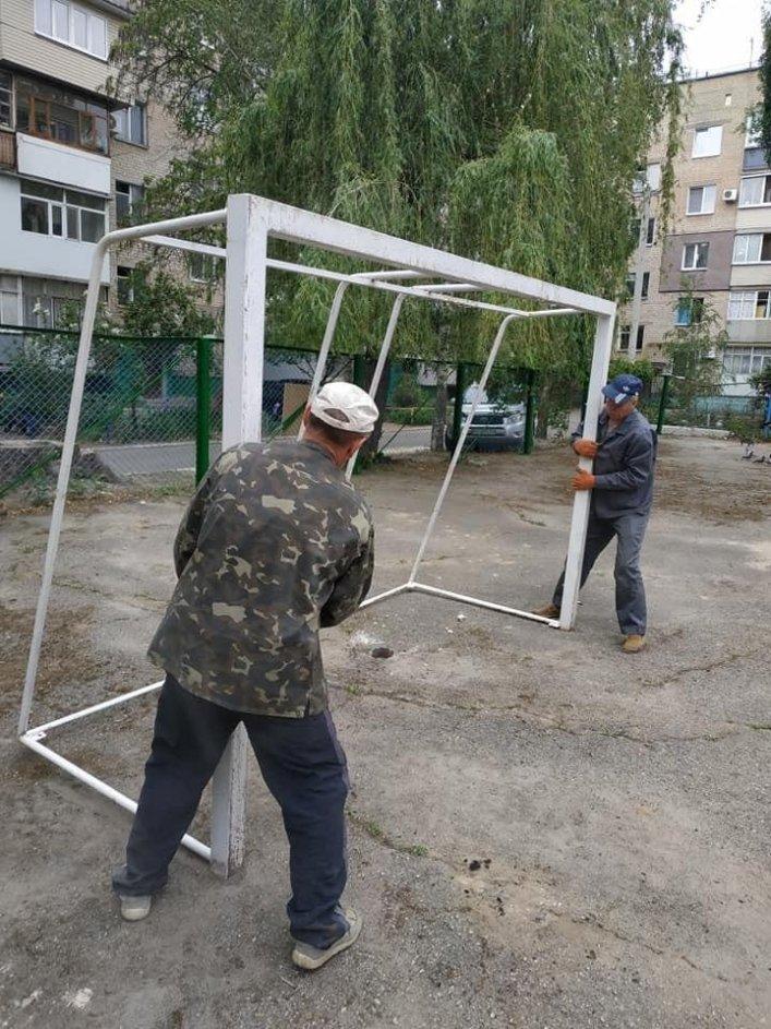 В Мелитополе обновляют спортивные площадки во дворах, фото-2, Фото А. Жорняк