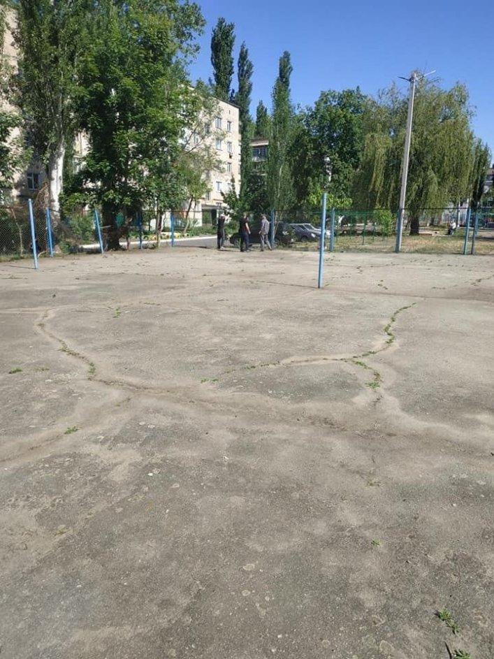 В Мелитополе обновляют спортивные площадки во дворах, фото-3, Фото А. Жорняк
