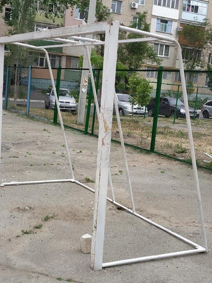 В Мелитополе обновляют спортивные площадки во дворах, фото-4, Фото А. Жорняк