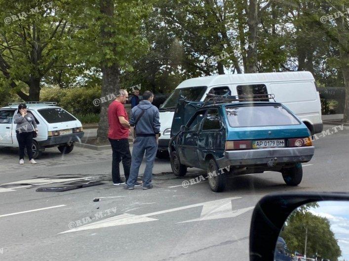 В Мелитополе столкнулись Таврия и Ford, фото-1