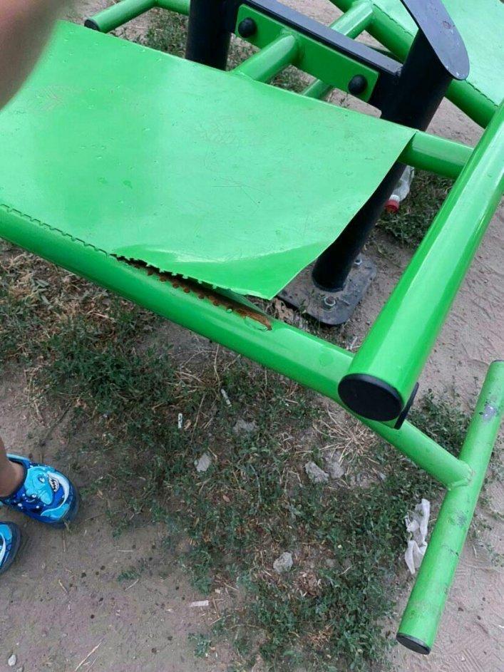 В Мелитополе вандалы осквернили только отремонтированную школу, фото-1
