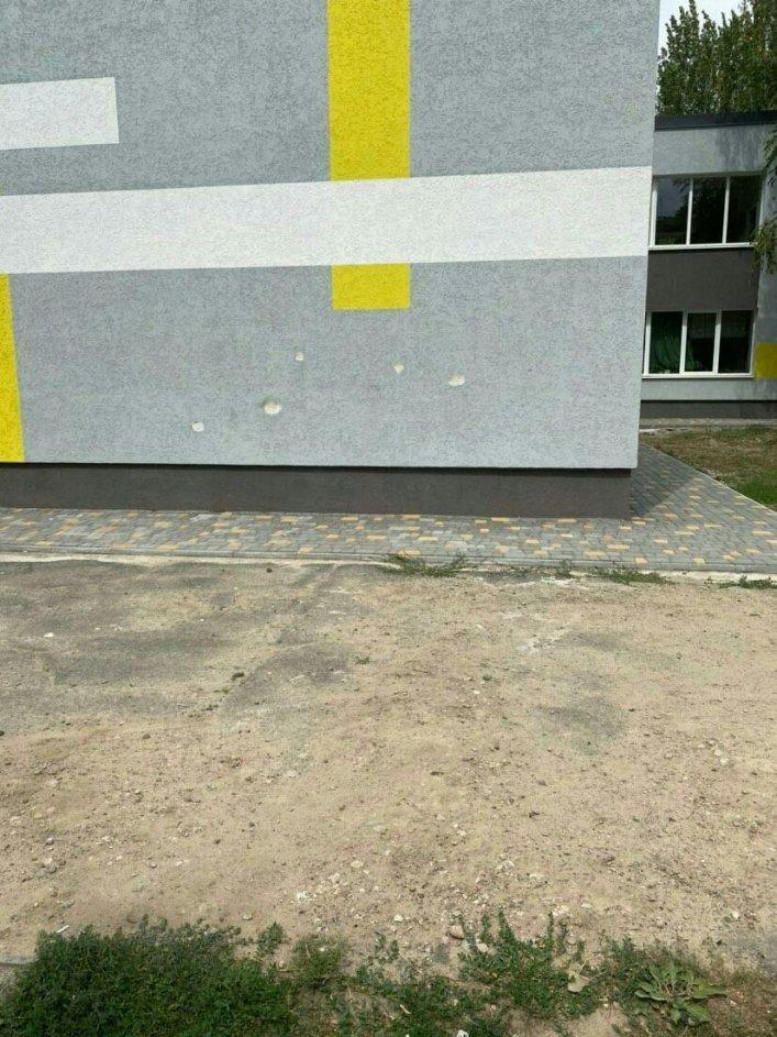 В Мелитополе вандалы осквернили только отремонтированную школу, фото-2