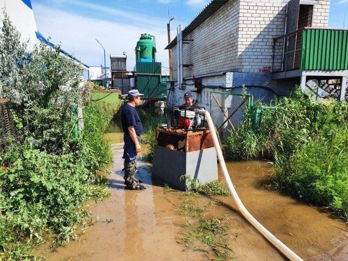 В Кирилловке откачивают воду, затопившую базы отдыха, фото-3