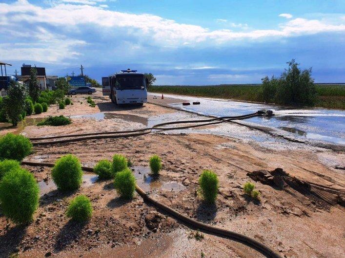 В Кирилловке откачивают воду, затопившую базы отдыха, фото-4