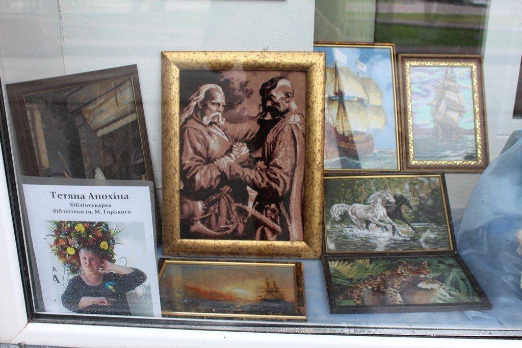 Мелитопольские библиотекари организовали выставку своих талантов, фото-1