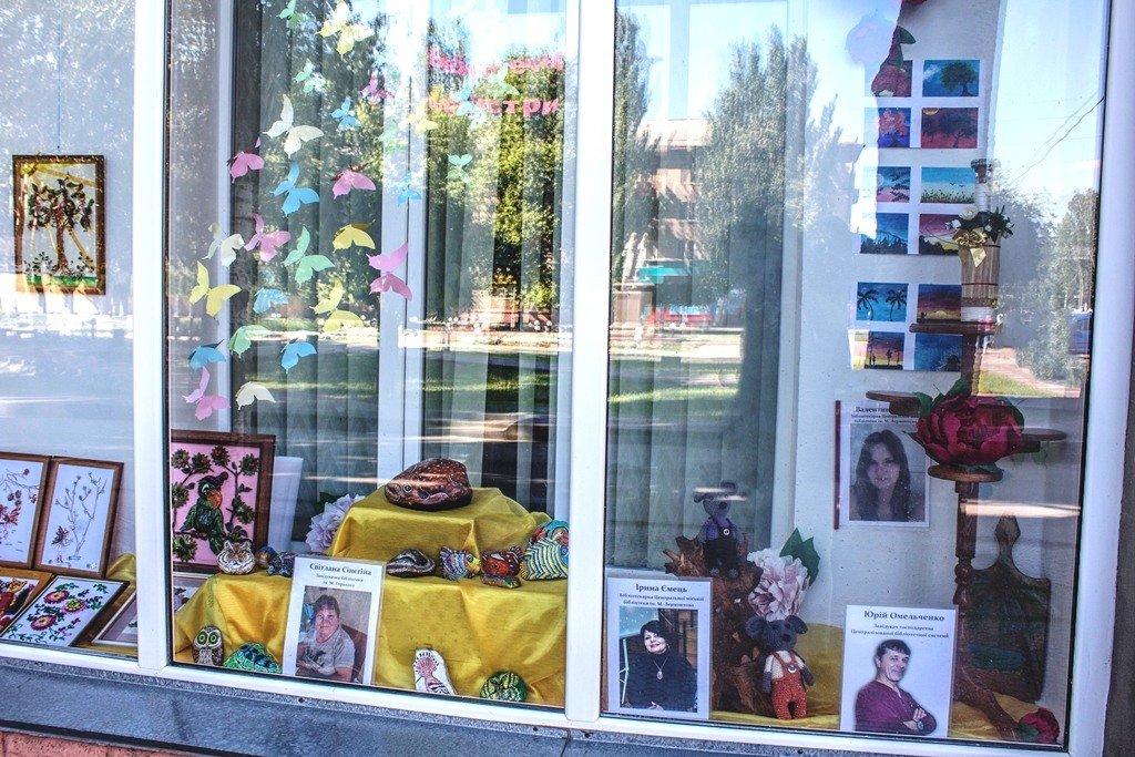 Мелитопольские библиотекари организовали выставку своих талантов, фото-6