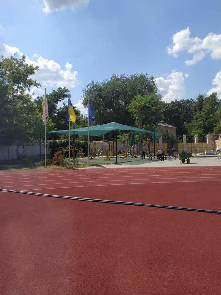 Мелитопольская спортивная площадка в парке стала еще уютнее, фото-1