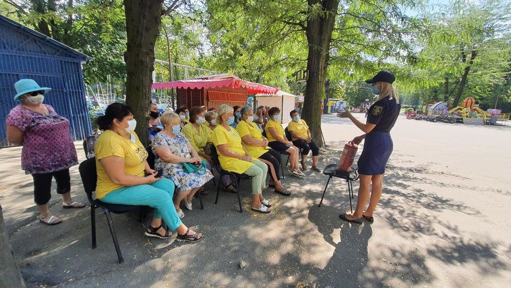 В Мелитополе спасатели провели беседы в трудовом коллективе, фото-1
