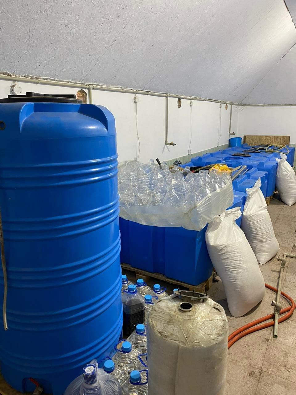 В Запорожской области обнаружили подпольный цех, изготавливающий спирт, фото-5