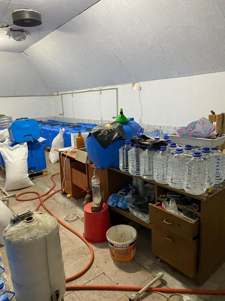 В Запорожской области обнаружили подпольный цех, изготавливающий спирт, фото-1