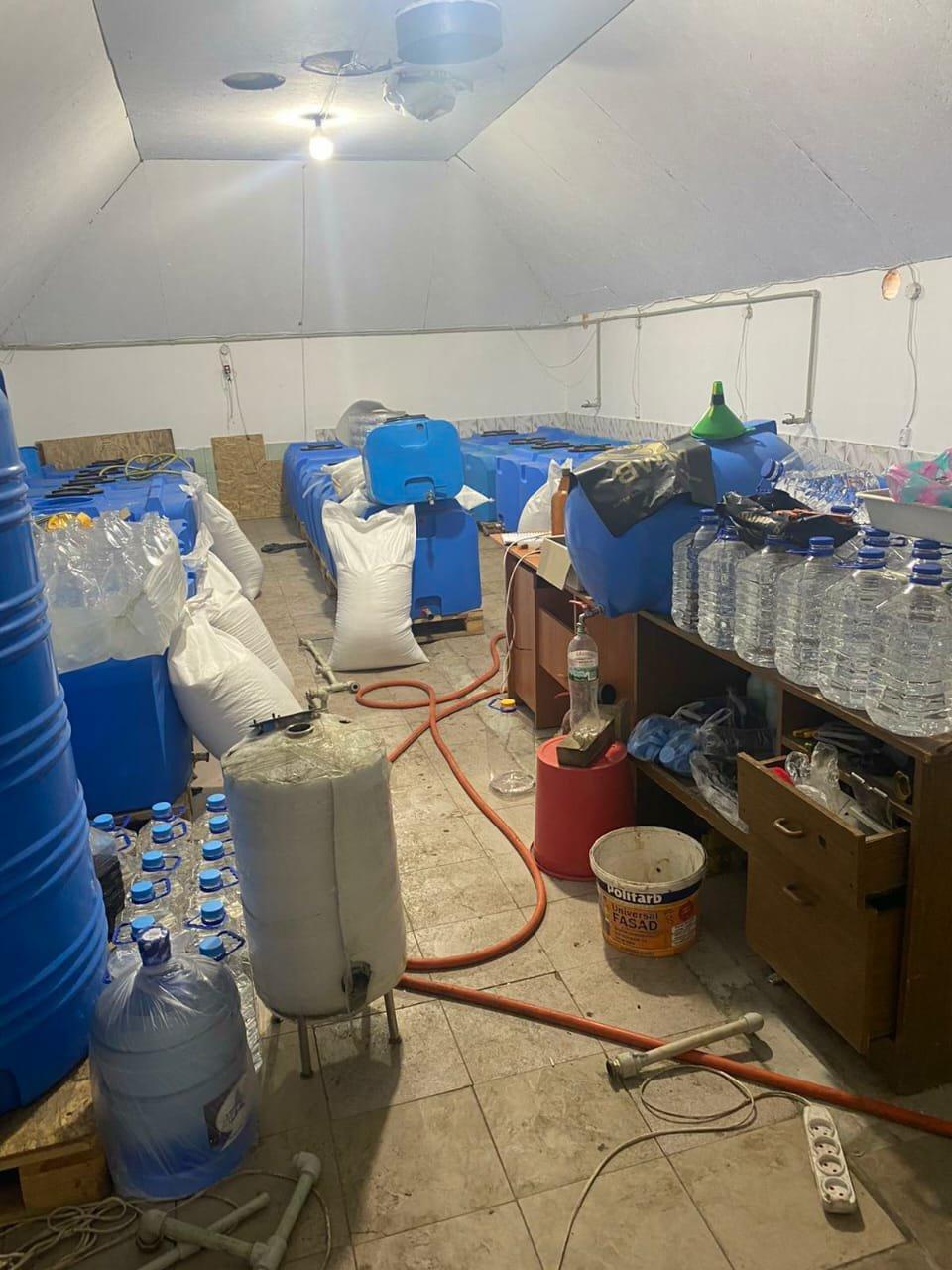 В Запорожской области обнаружили подпольный цех, изготавливающий спирт, фото-2
