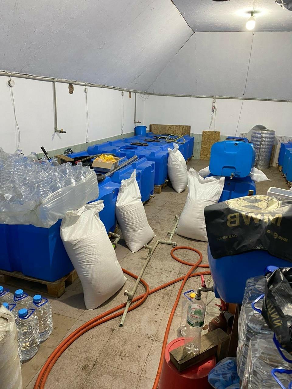 В Запорожской области обнаружили подпольный цех, изготавливающий спирт, фото-6