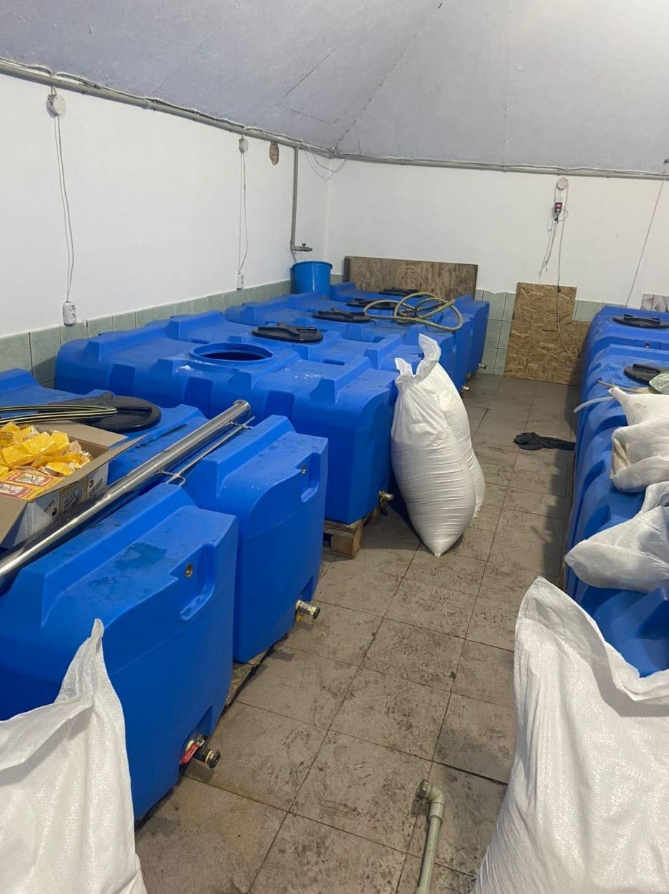 В Запорожской области обнаружили подпольный цех, изготавливающий спирт, фото-8