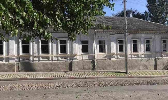 В Мелитополе на улице Университетской опасно свисает повод, фото-1