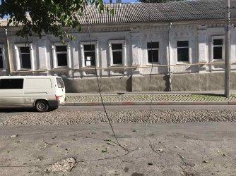 В Мелитополе на улице Университетской опасно свисает повод, фото-2